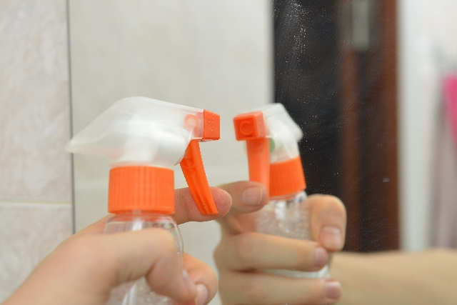 クエン酸でお風呂の鏡の水垢取り&曇り止めにもなる掃除のウラ技