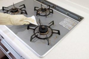 重曹&酢でガスコンロの油汚れがみるみる落ちる掃除の仕方