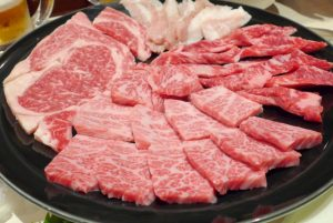冷凍肉を氷水に浸けておいしく解凍する方法【なるほどレストラン】