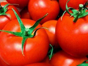 トマトをそのまま冷凍保存する方法!すりおろすと即席トマトソースに