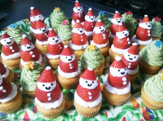 クリスマス カップケーキ サンタ 画像