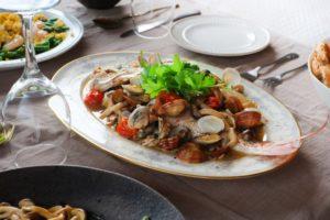 鯛とハーブのオーブン蒸し レシピ。おしゃれなBBQにおすすめ。