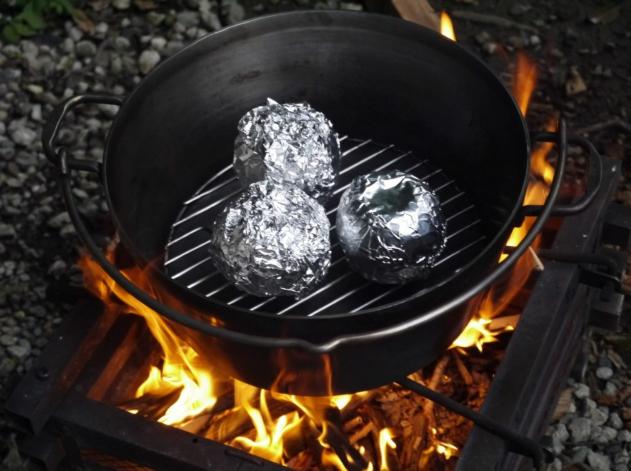 男子ごはん レシピ 丸ごとりんごのシナモンケーキ BBQ 画像