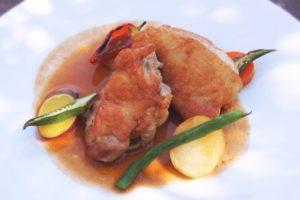 チキンソテー トマト野菜ソースのレシピ。ゼラチン入りで夏でもサッパリ。