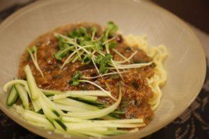 きゅうりジャージャー麵。麺も肉みそもキュウリで代用!