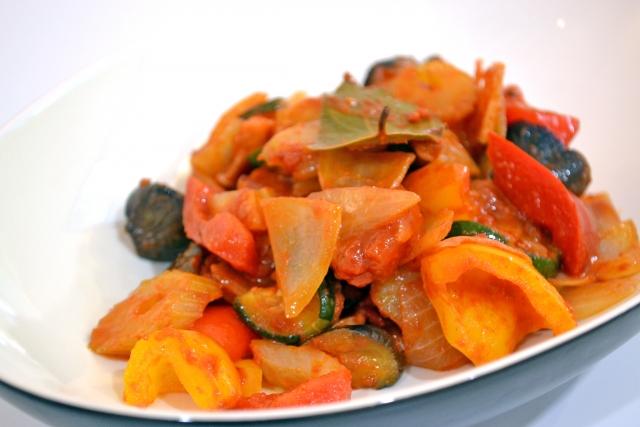 浅漬けカポナータ レシピ。ズッキーニ・トマトなどの夏野菜を使って。