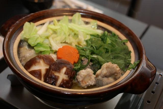 福岡の博多名物 水炊き風 レシピ。だしはチキンコンソメ&豆乳。