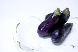 なすと塩昆布の浅漬け レシピ。調味料は塩昆布と酢だけ!
