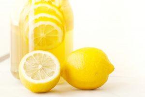 氷砂糖やハチミツで作るレモン酢の作り方。効果・飲み方・レモンの使い道も。