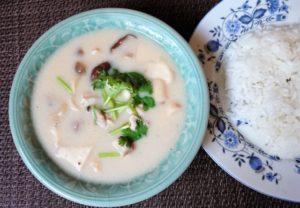 トムカーガイ(ココナッツミルクスープ)の作り方。タイ料理レシピ。