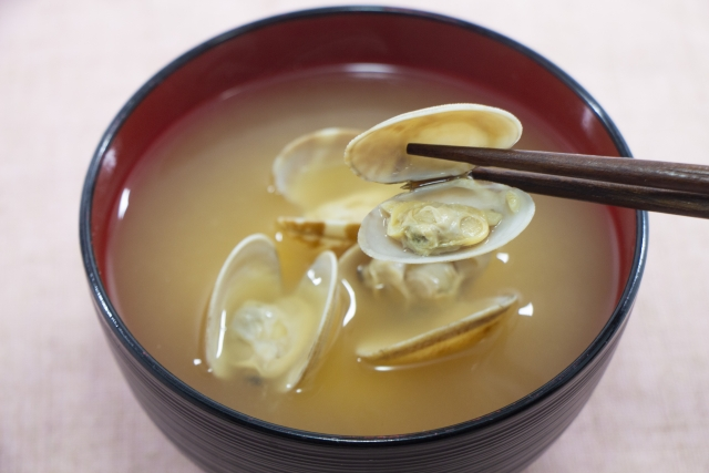 あさりの味噌汁 レシピ。あさりの正しい砂抜き方法も紹介。