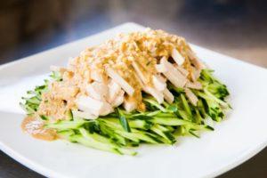 鶏ささみで作るバンバンジーのレシピ。絶品ごまだれの作り方も紹介。
