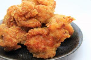 油で揚げない唐揚げ オーブンレシピ。めんつゆで一晩漬けこむ下味が不要!