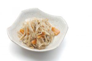 きんぴらごぼうのレシピ。めんつゆ&レンチンでたったの2分で超簡単!