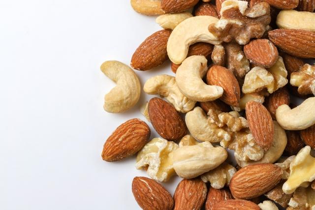 種類によって異なるナッツの栄養と効果。1日に食べる量に注意!