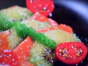 家政婦のマコ サーモンとキウイのサラダ レシピ 画像