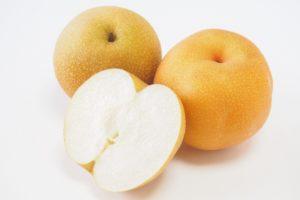 甘くて美味しい梨の選び方。表面のツルツル感と色がポイント。