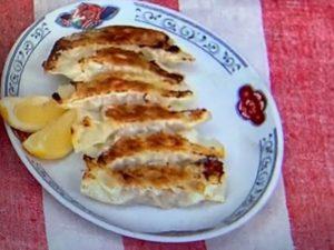 トマチー餃子のレシピ。トマトとチーズ入りの変わり種餃子。