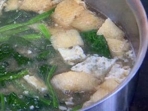ほうれん草と油揚げのみそ汁 レシピ。栗原家の定番味噌汁。