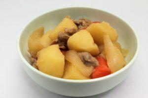 電子レンジで10分!調味料1つだけの簡単肉じゃがレシピ。