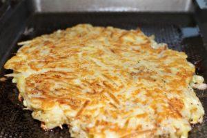 白菜のお好み焼き レシピ。白菜の葉先を使って新食感お好み焼き。